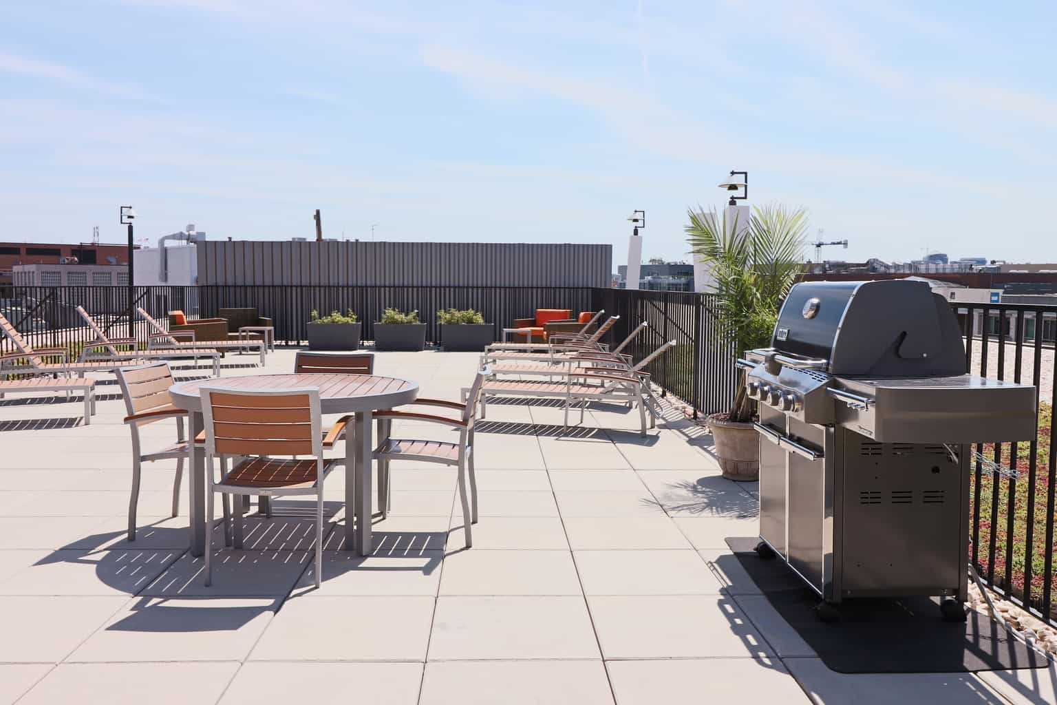 Hamilton House Roof Top Patio With Grill and Chairs